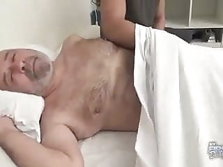 Despertando a papi bear (gay) big cock (gay) blowjob (gay)