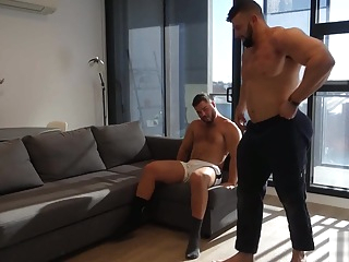MUSCLE BOY GOES WYLD FOR STRIPPER ASS 9:16 2019-10-21