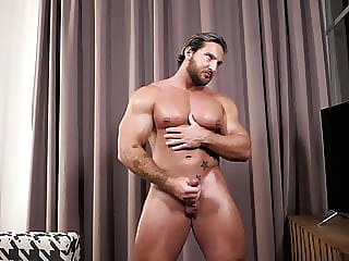 Russian Bodybuilder jerk off & cum 20:30 2020-12-25